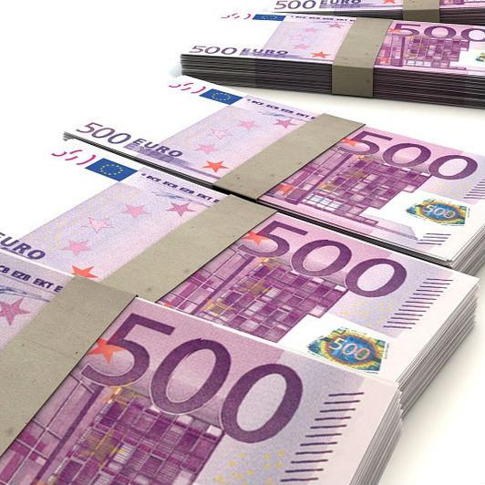 58_TOP_500ユーロの束