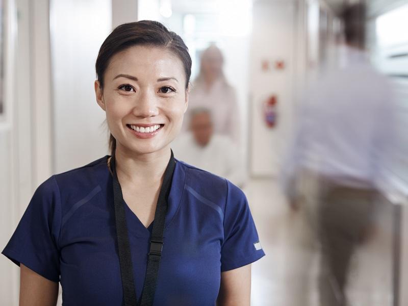 介護福祉士からキャリアアップするには?上位資格や具体的な方法をご紹介!