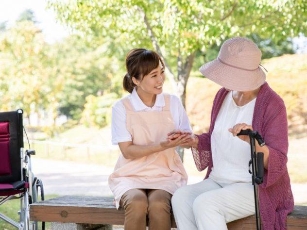高齢者とのコミュニケーション方法!相手に寄り添う上手な会話のコツとは