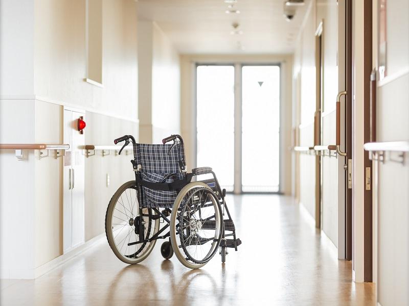 介護職の年収は特養が高い!給料の仕組みとアップさせる方法