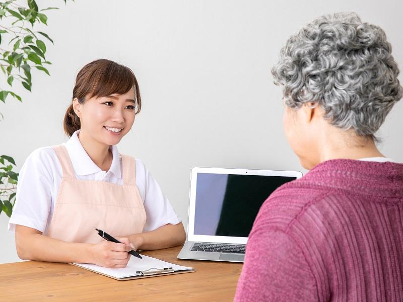 ケアマネ(介護支援専門員)になるには?試験概要や受験資格