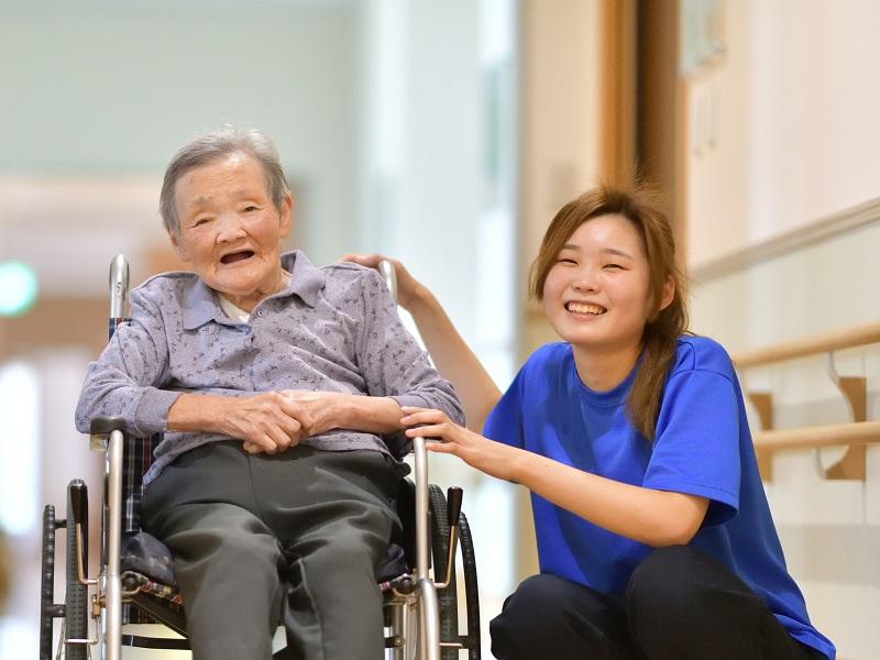 介護職員初任者研修とはどんな資格?働きながら取得する方法はある?