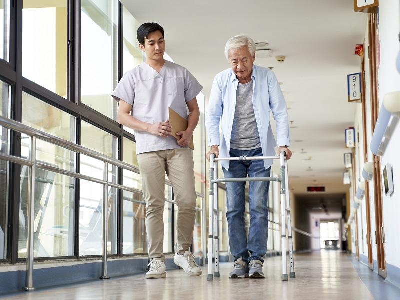 介護士の給料を徹底解明!安い、低いと言われる介護業界の現状とは?