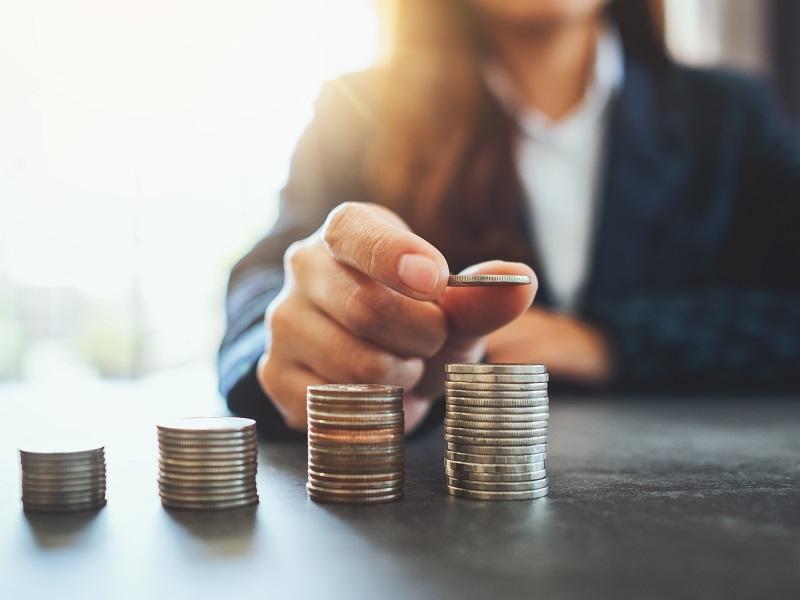 ケアマネの給料はどれくらい?職種別比較と収入アップを目指す方法