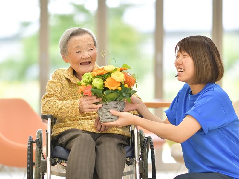 レクリエーション介護士とは?資格の取得方法やメリットを解説!