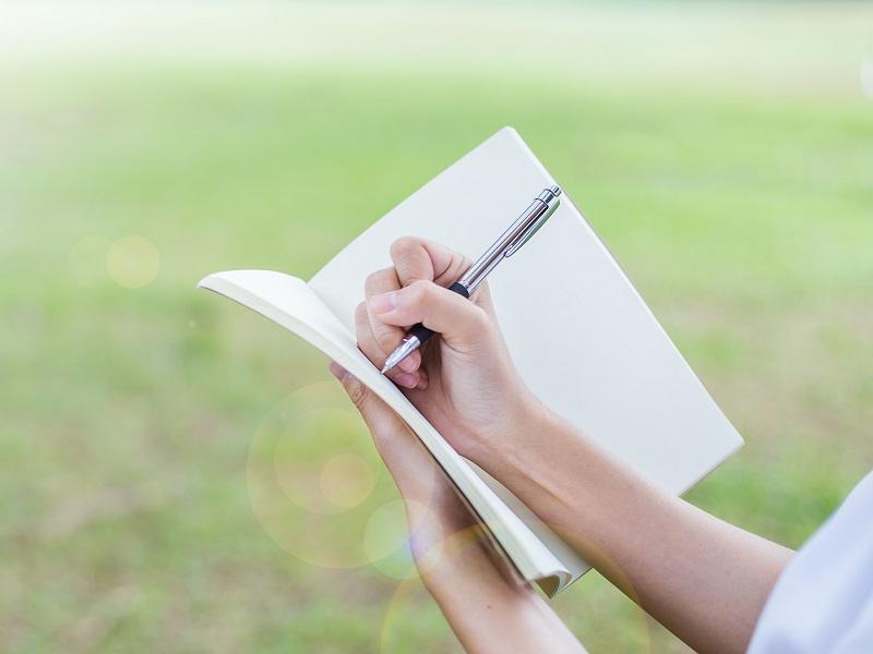 介護記録の上手な書き方とは。ポイントや例文で苦手克服!