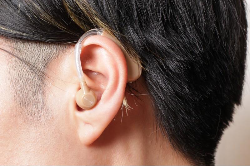 難聴の補聴器イメージ