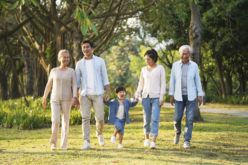 高齢者と家族のイメージ