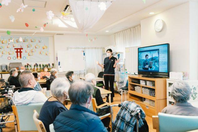 高齢者の日々の健康維持とオンライン旅行を提供する企業